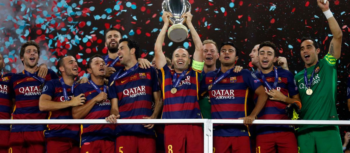 Andrés Iniesta lifts the 2015/16 UEFA Super Cup trophy won in Tbilisi, Georgia against Sevilla (5-4)