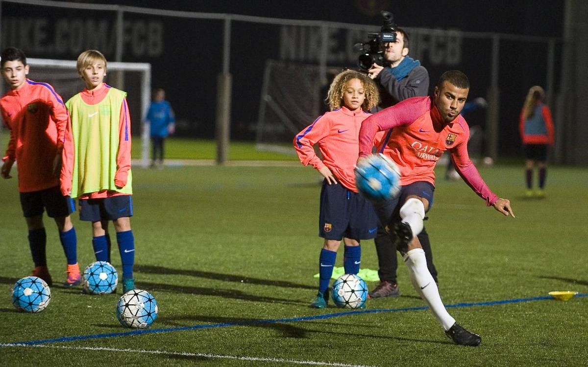 Rafinha meets the U14A team