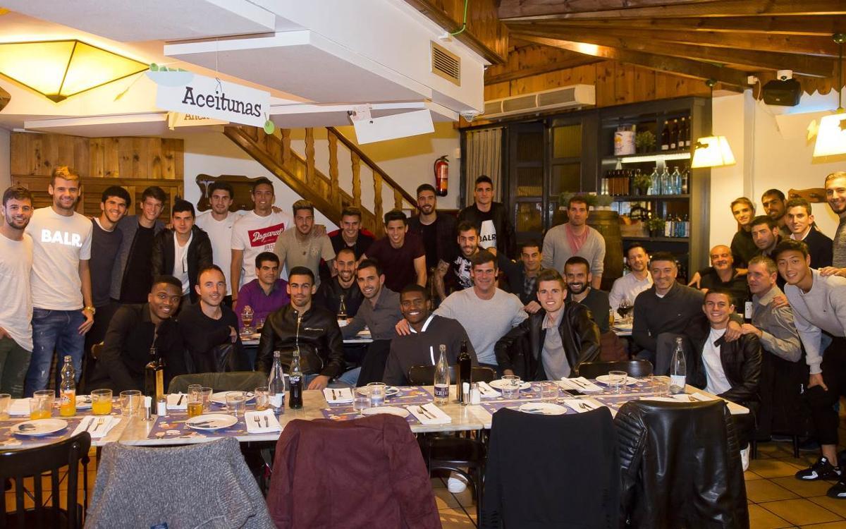 El Barça B, de cena de equipo hacer piña