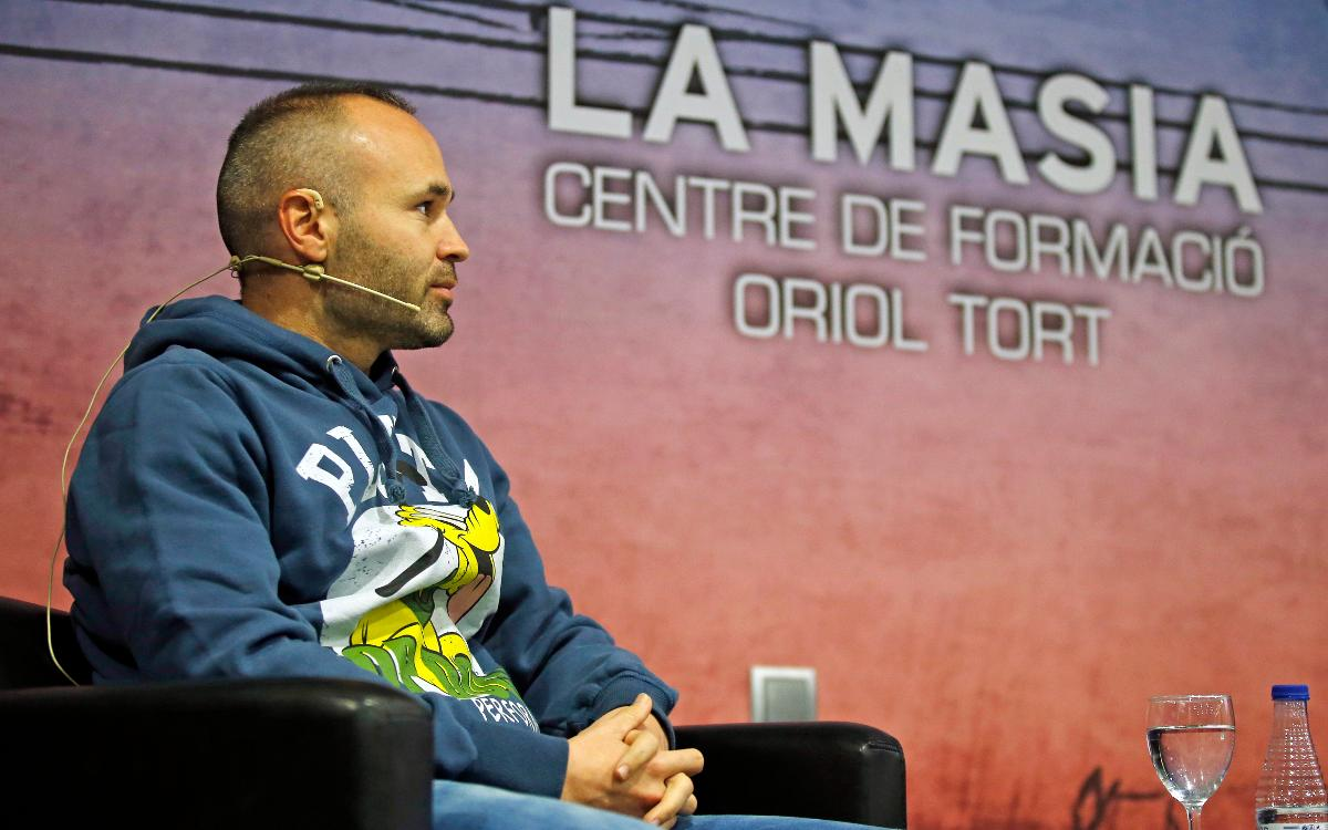 FC Barcelona's Andrés Iniesta chats to the players at the Masia Residence