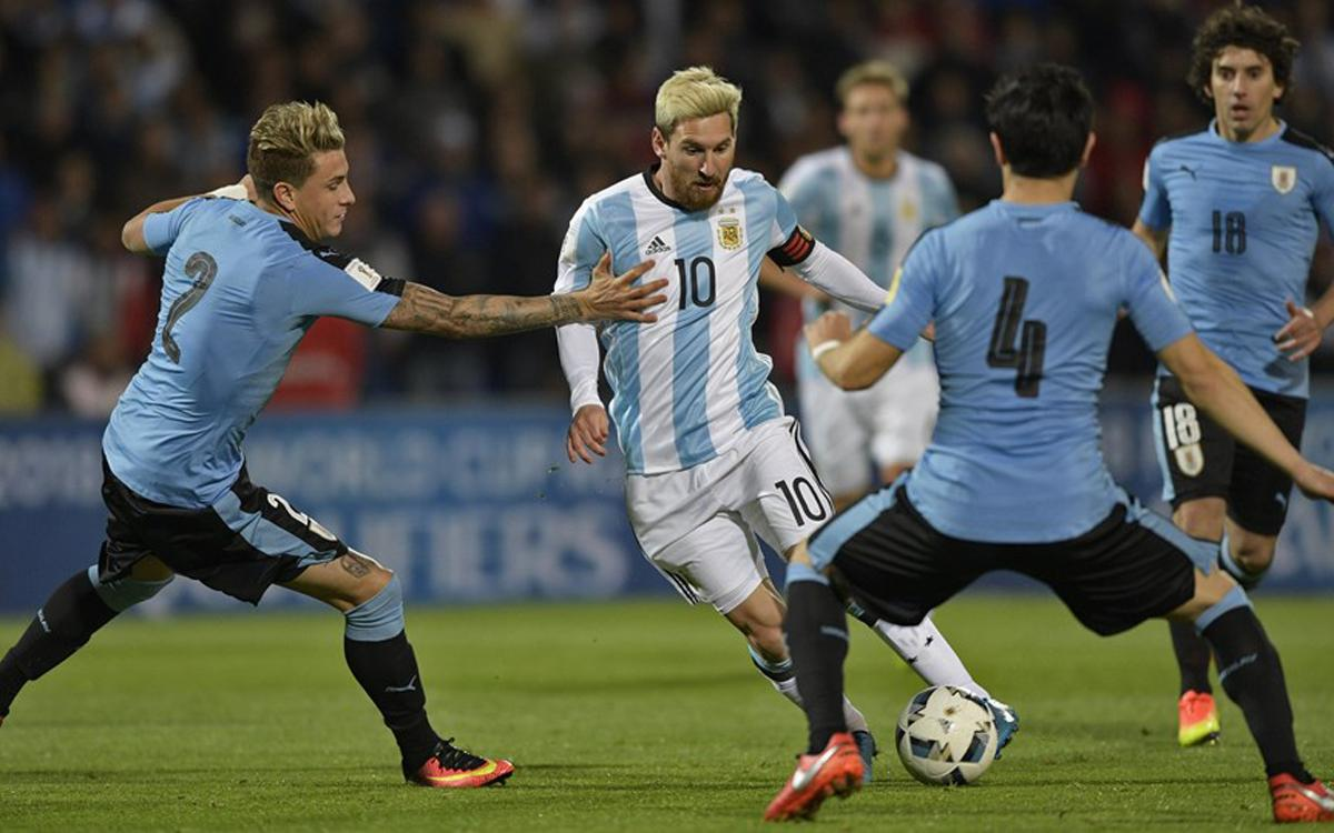 Leo Messi scores winner for Argentina against Suárez's Uruguay