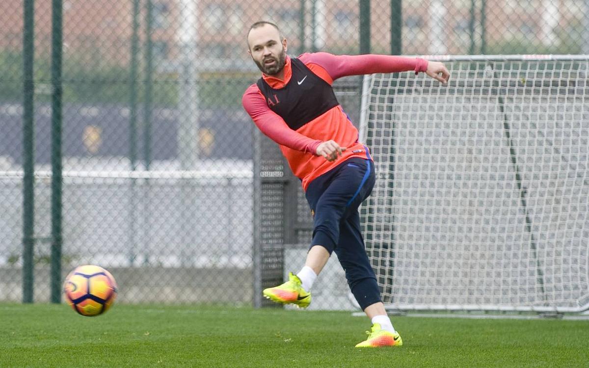 Descubre el nivel de precisión de Andrés Iniesta durante un entrenamiento