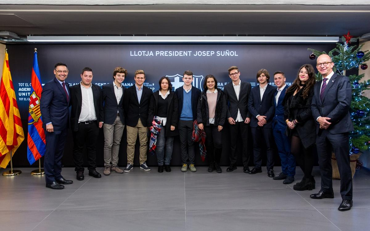 Deu joves socis segueixen el Barça-Espanyol des de la Llotja Presidencial