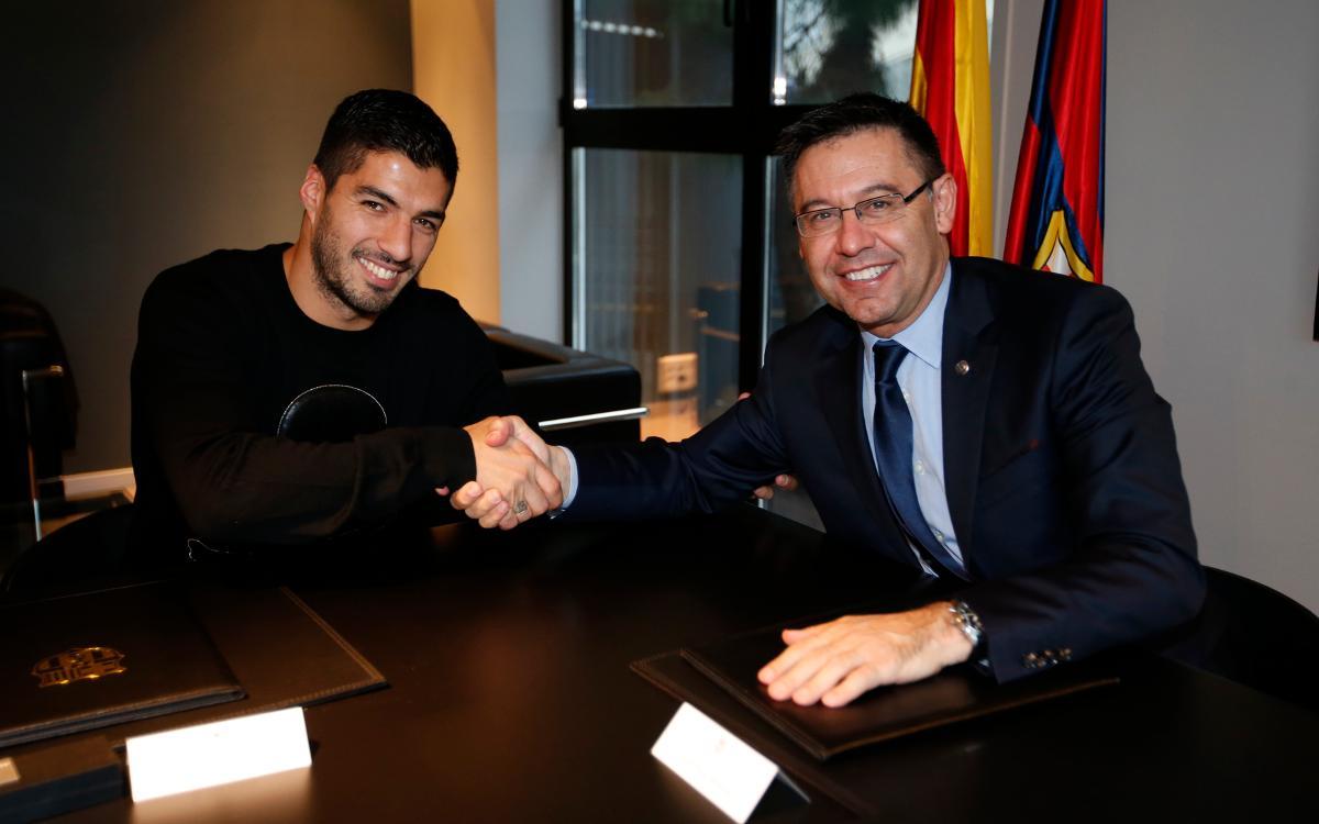 Luis Suárez firma la ampliación de su contrato