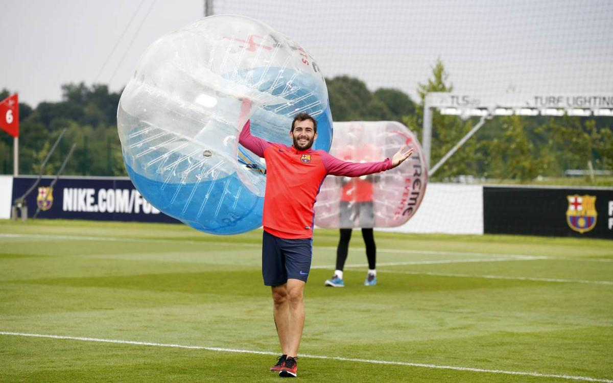 VIDEO: Bubbles of fun for FC Barcelona squad
