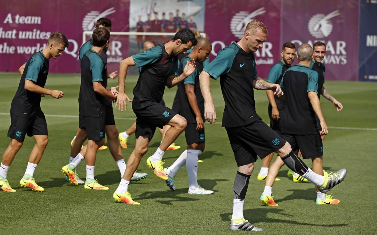 LIVE / FC Barcelona train for last time before Manchester City
