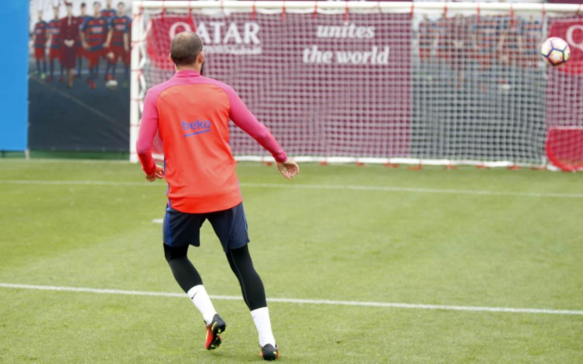 FC Barcelona hold final workout of the week