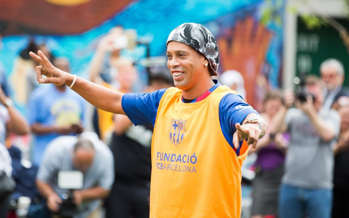 Ronaldinho: It makes me happy to see Messi and Neymar making history