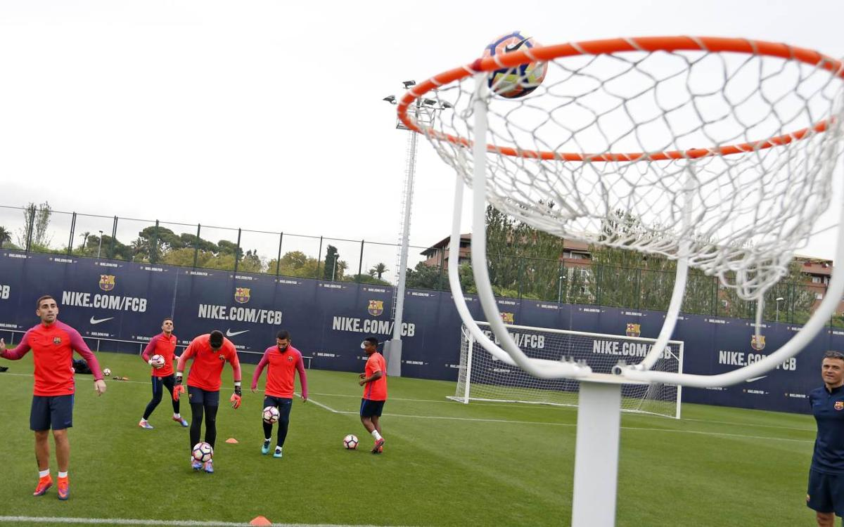 Football–basketball hybrid game enlivens FC Barcelona training session