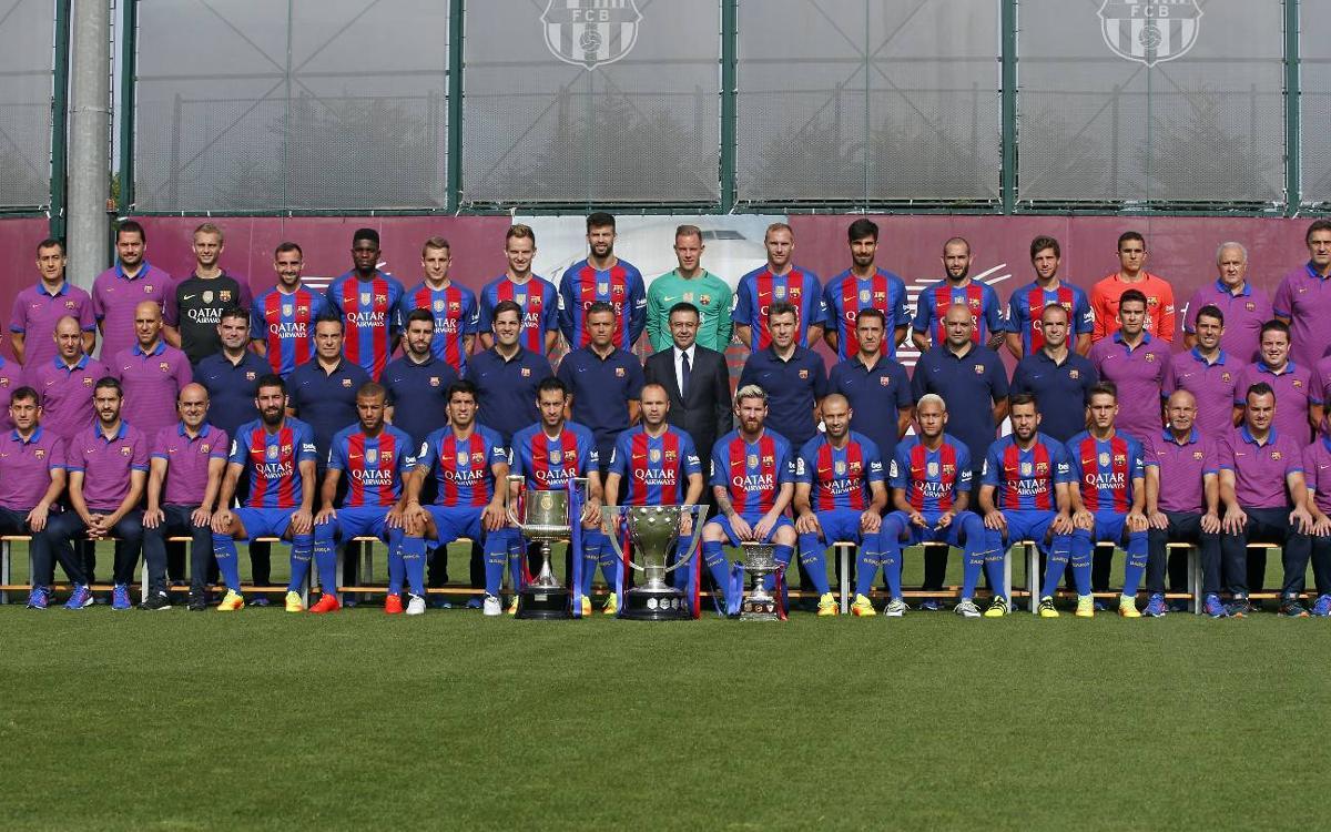 El primer equip del FC Barcelona es fa la foto oficial