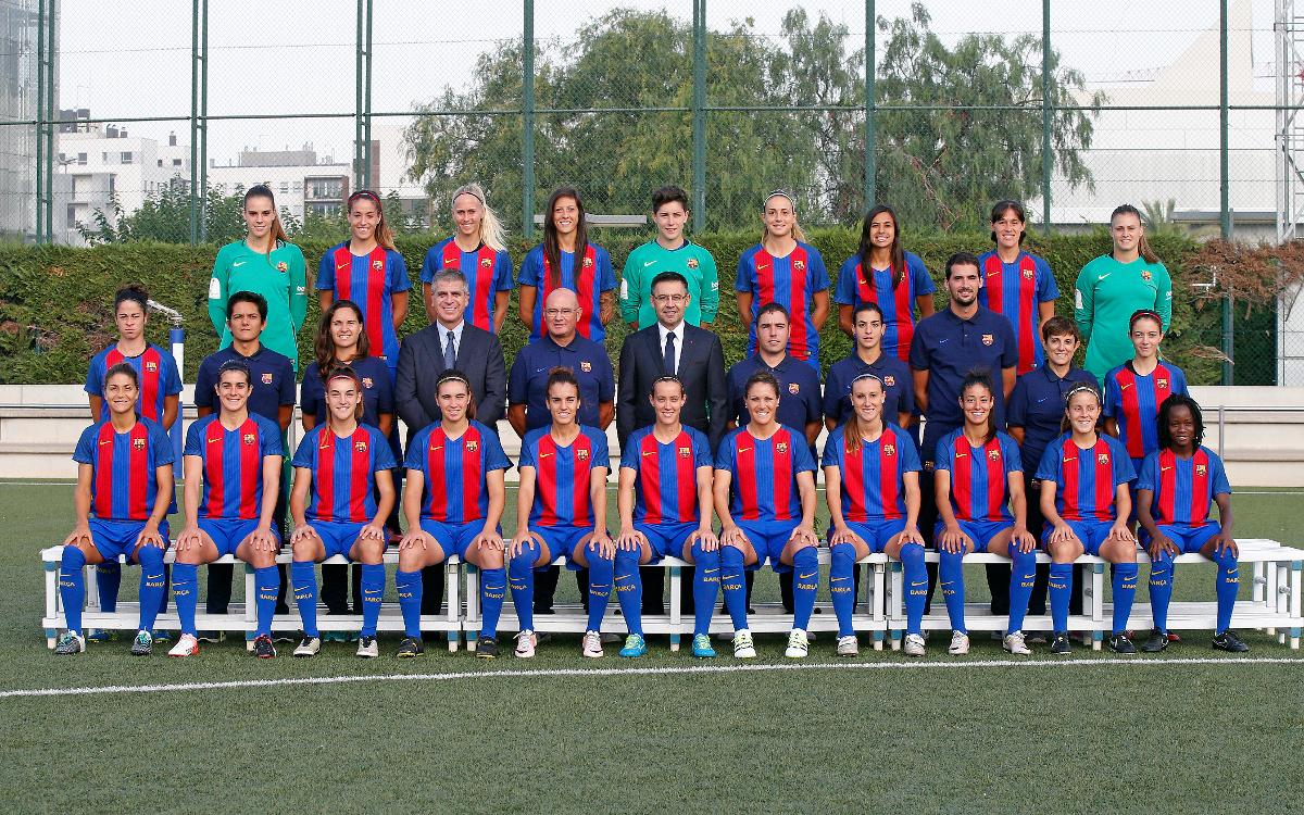 buy popular 38dd1 1d8ee FC Barcelona women's team pose for official photograph