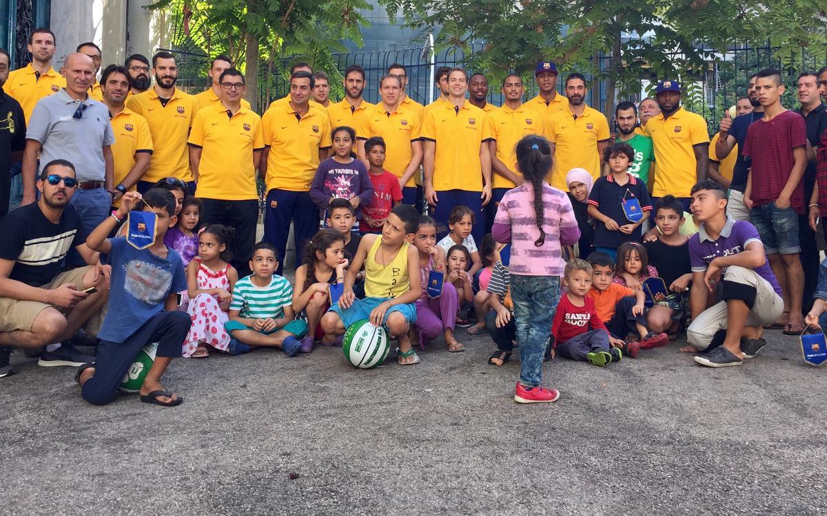 El Barça Lassa visita un centre de refugiats sirians a Atenes