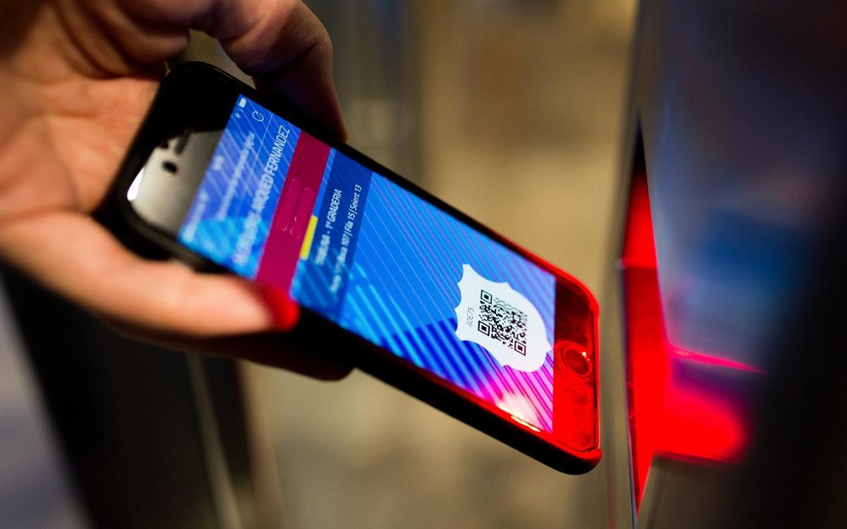 La nova app per als socis ja permet accedir al Camp Nou des del mòbil