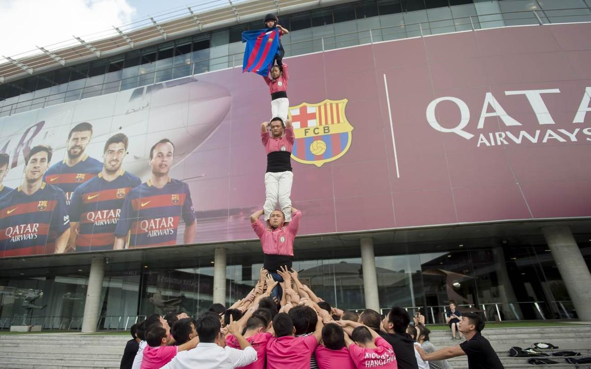 The human towers of the Xiquets de Hangzhou come to Camp Nou