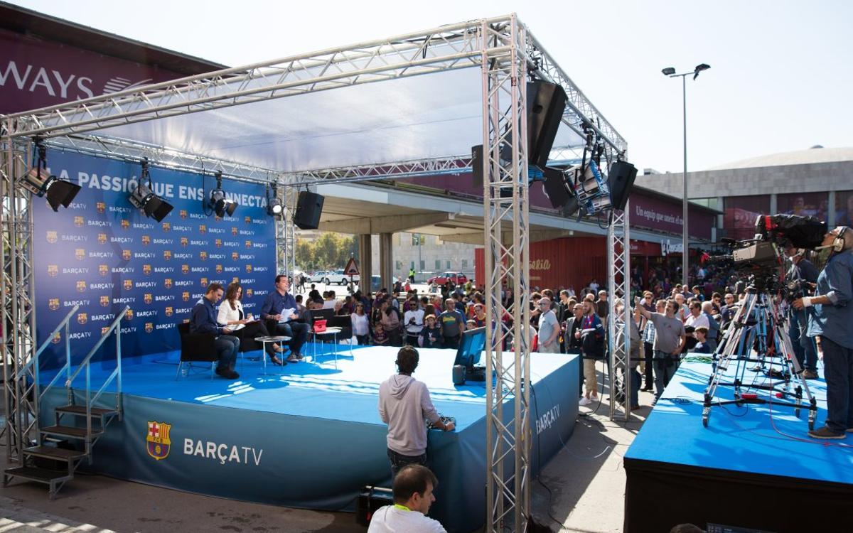 Barça TV promociona la nova temporada amb un plató a l'esplanada del Camp Nou