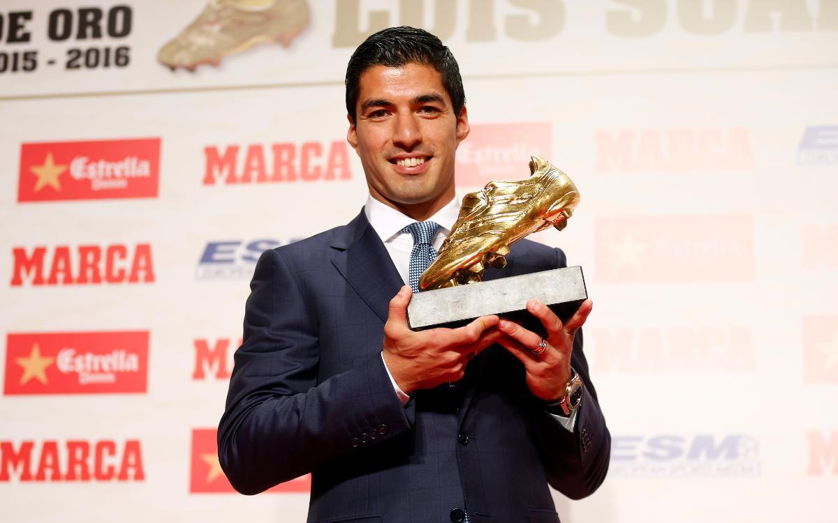 Luis Suárez receives 2015/16 Golden Shoe Award