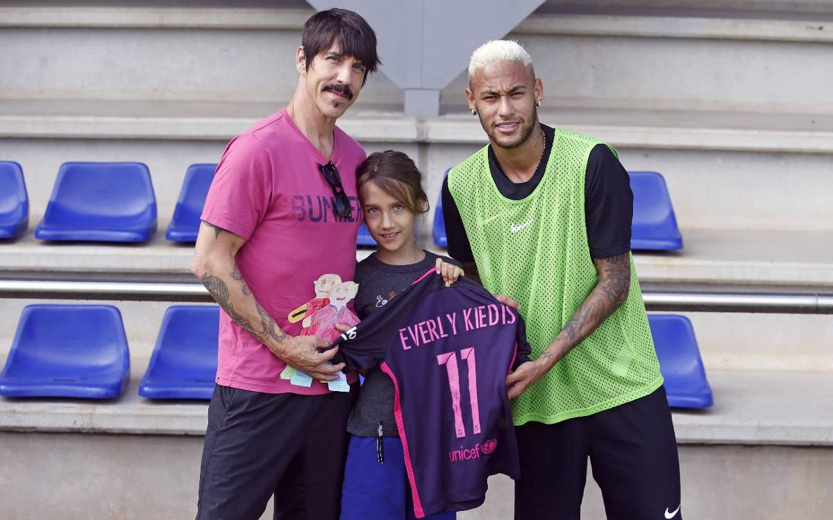 El cantante de Red Hot Chili Peppers, Anthony Kiedis, en el entrenamiento del Barça