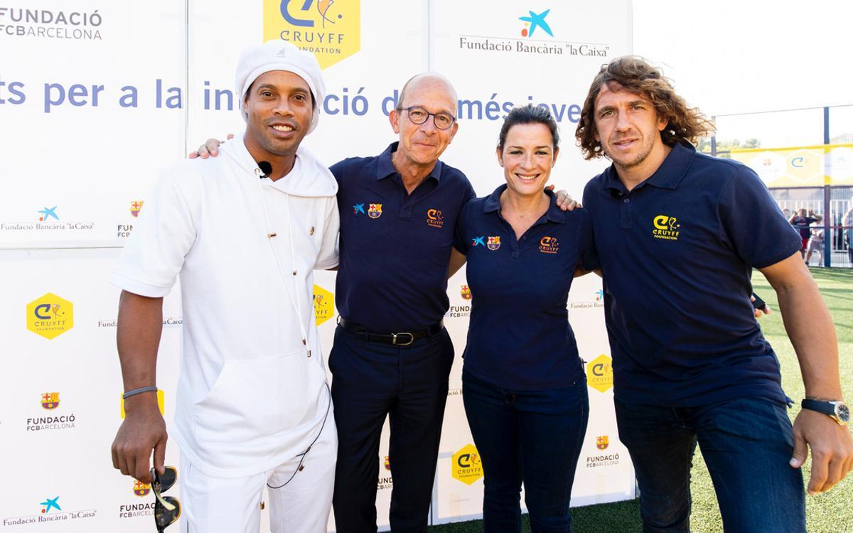 Ronaldinho apadrina un nuevo Cruyff Court en Les Roquetes