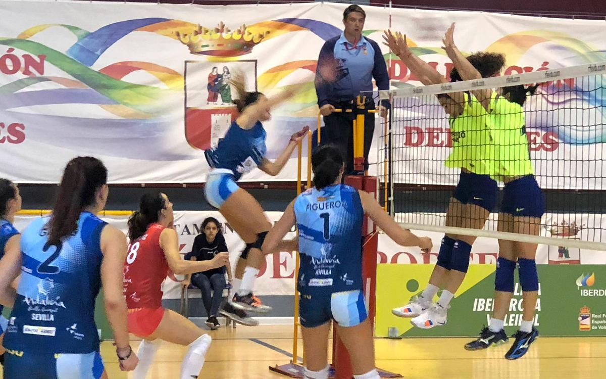 El Voleibol Femenino sigue sumando mientras que el masculino no puede con el Ibiza