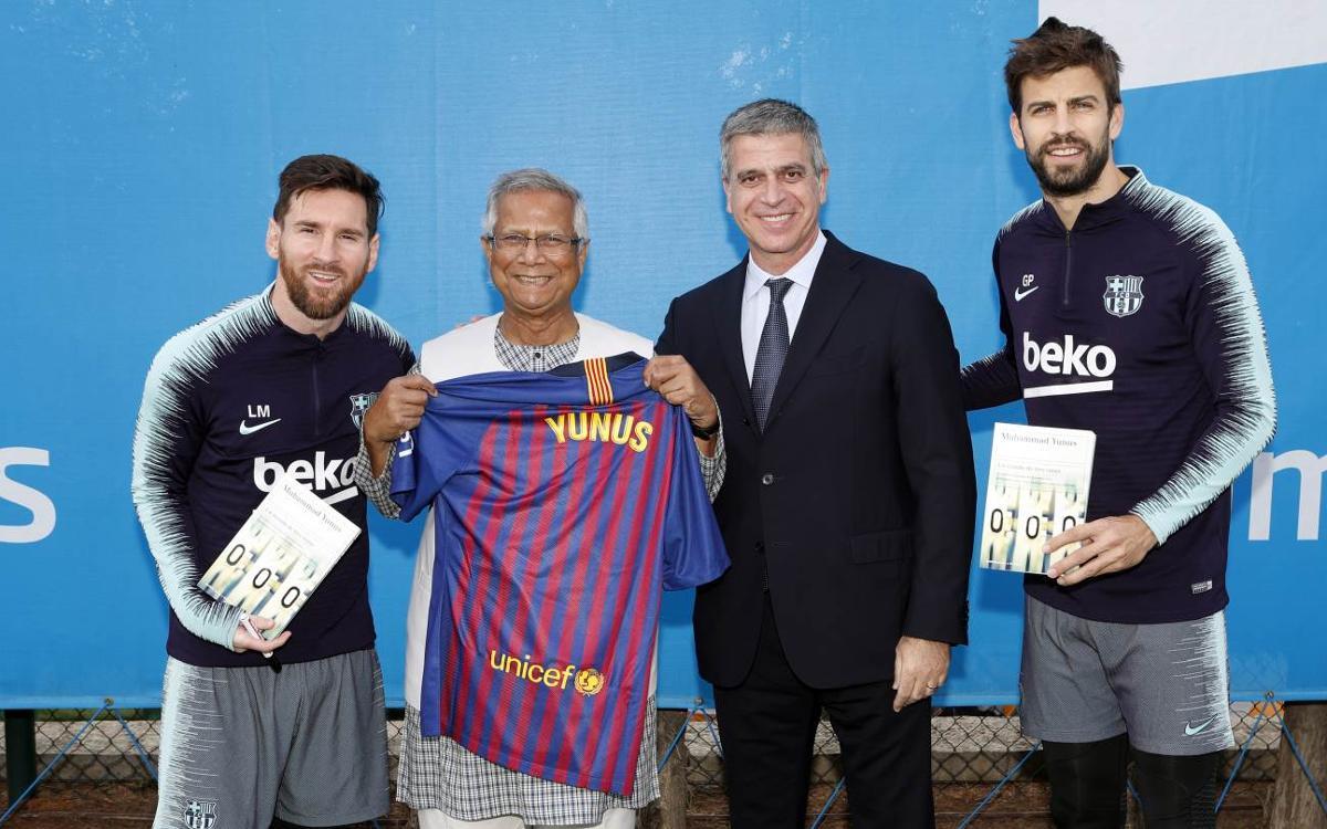 """Muhammad Yunus visita l'entrenament: """"Tothom a Bangladesh estima el Barça"""""""
