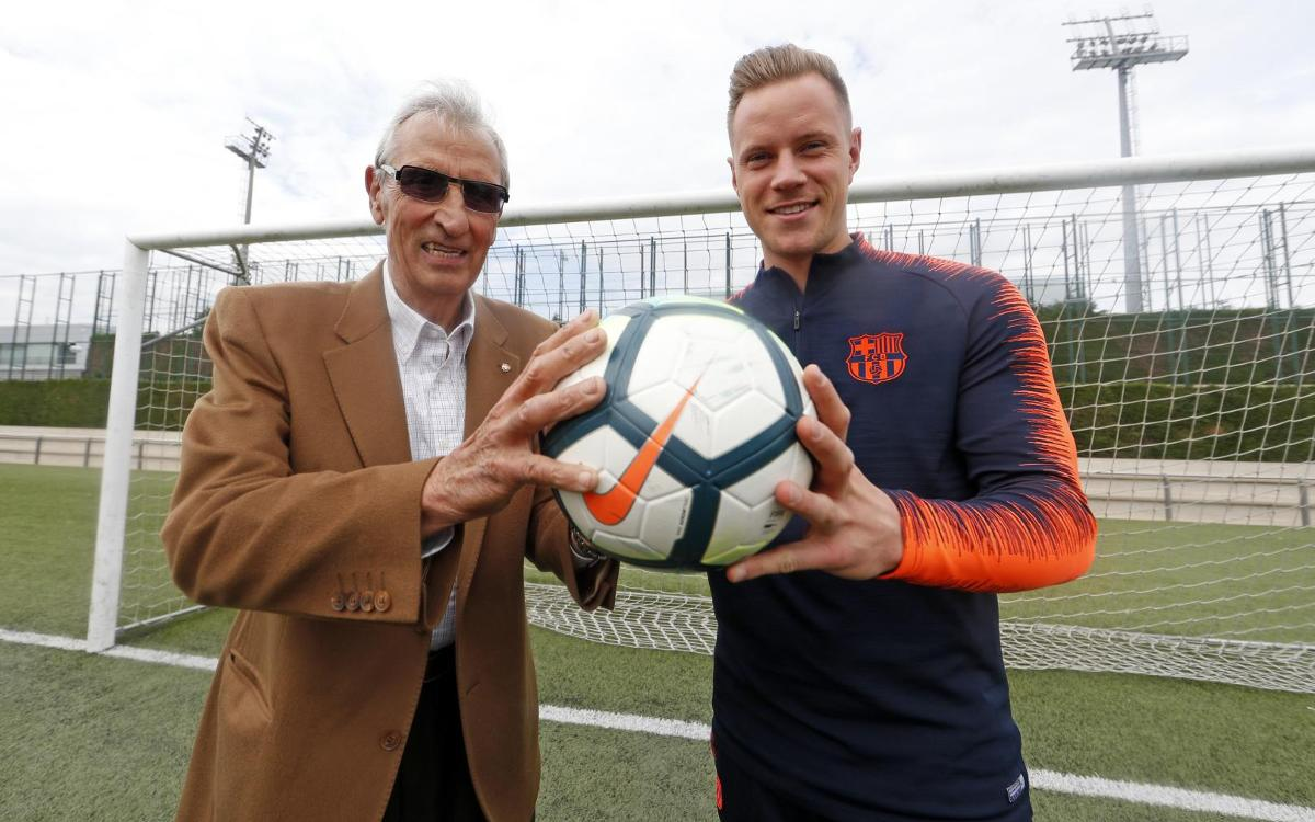 A meeting of goalkeepers: Sadurní and Ter Stegen