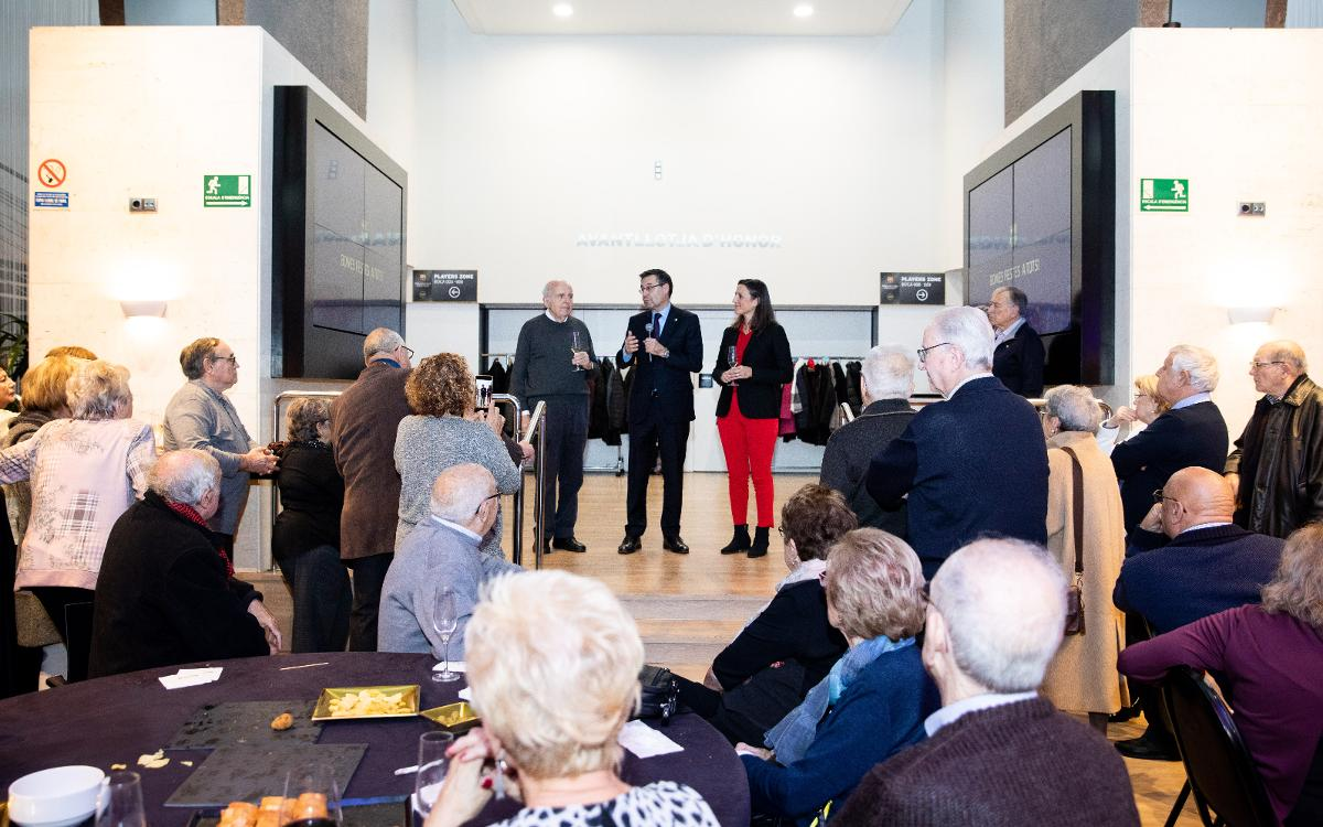 Recepción del presidente con el Casal de l'Avi Barça