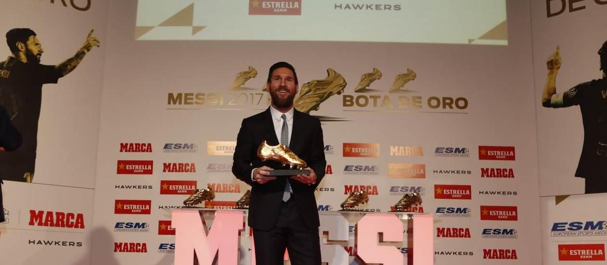 Leo Messi receives his fifth Golden Shoe