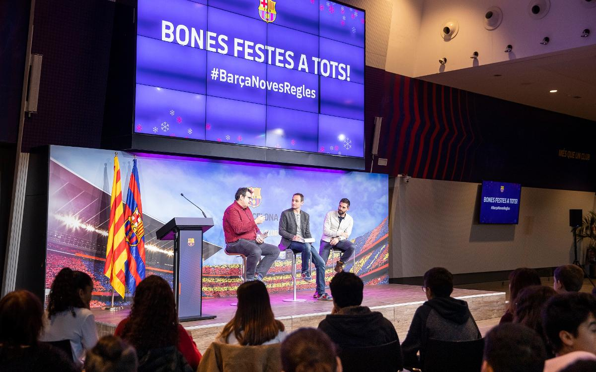 Conversa amb estudiants de les Corts al voltant del llibre 'Todo Messi'