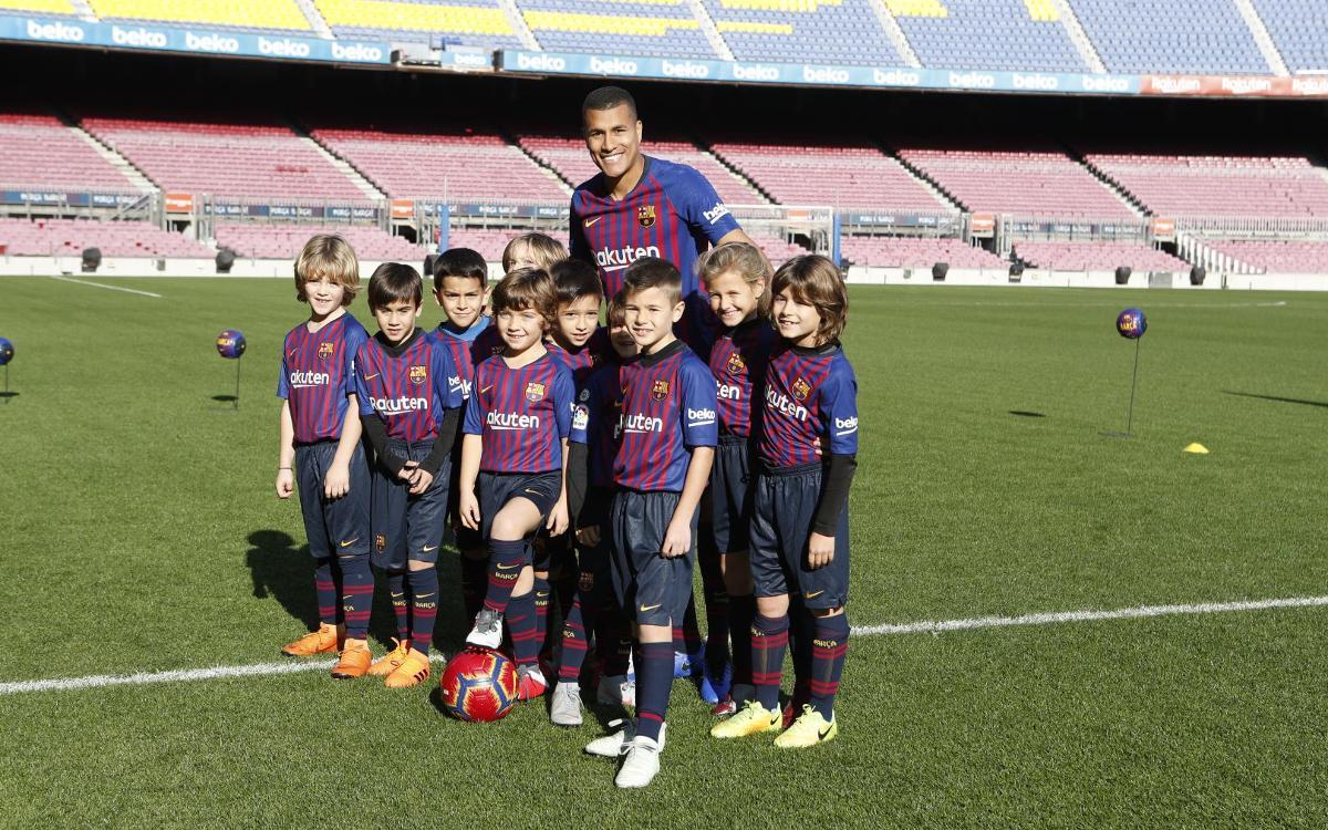 تقديم جيسون موريللو لاعب جديد في صفوف نادي برشلونة Mini__R5I8189