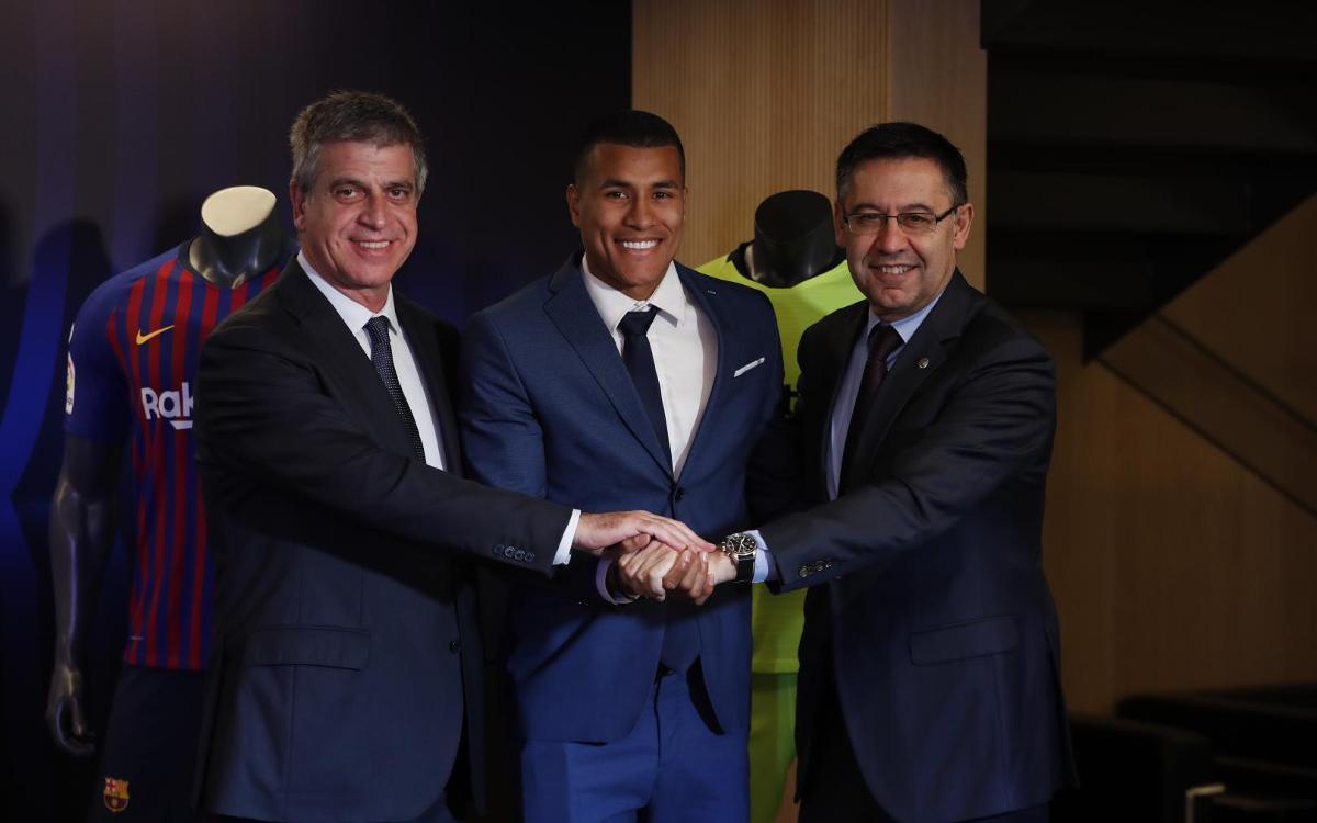 تقديم جيسون موريللو لاعب جديد في صفوف نادي برشلونة Mini__12I7537