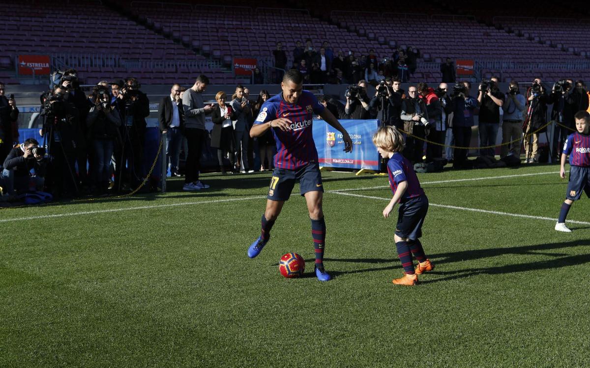 تقديم جيسون موريللو لاعب جديد في صفوف نادي برشلونة Mini__R5I8186