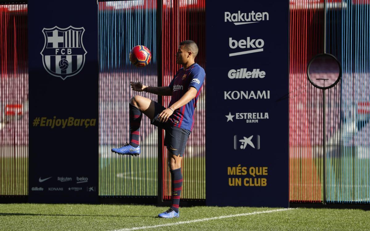تقديم جيسون موريللو لاعب جديد في صفوف نادي برشلونة Mini__12I7608