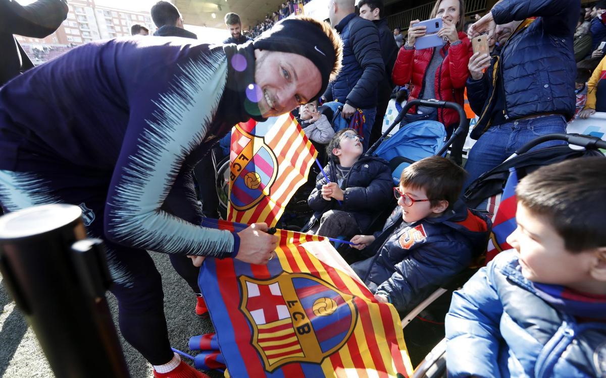 نجوم برشلونة في تدريب مفتوح للجماهير Mini_2019-01-04-MIGUEL-RUIZ-ENTRENO-213