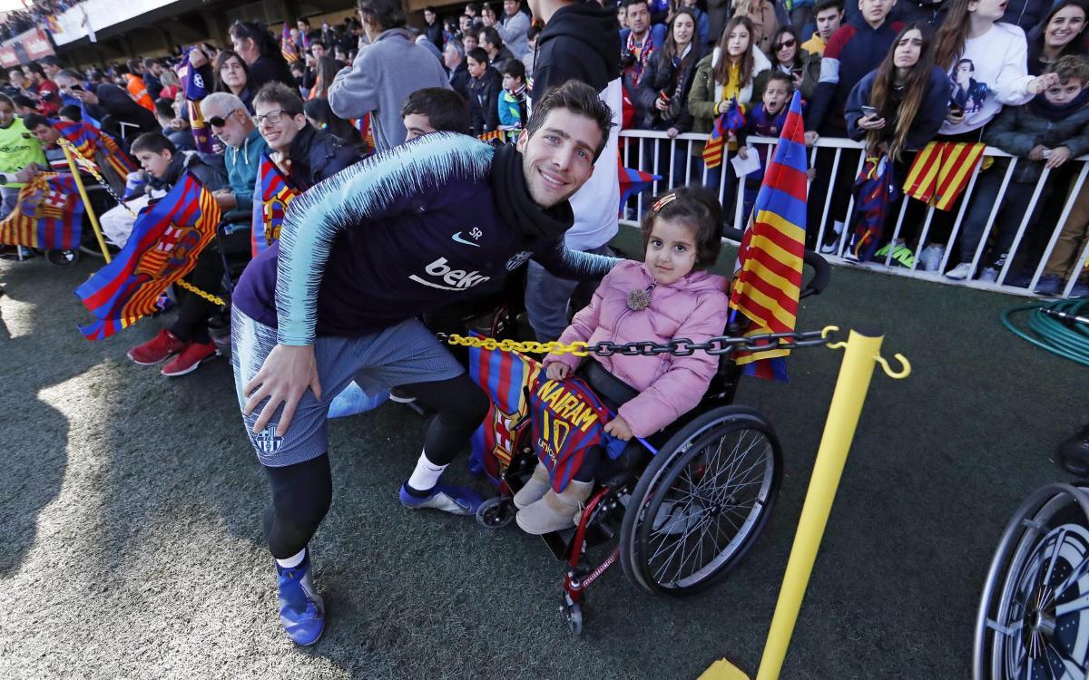 نجوم برشلونة في تدريب مفتوح للجماهير Mini_2019-01-04-MIGUEL-RUIZ-ENTRENO-221