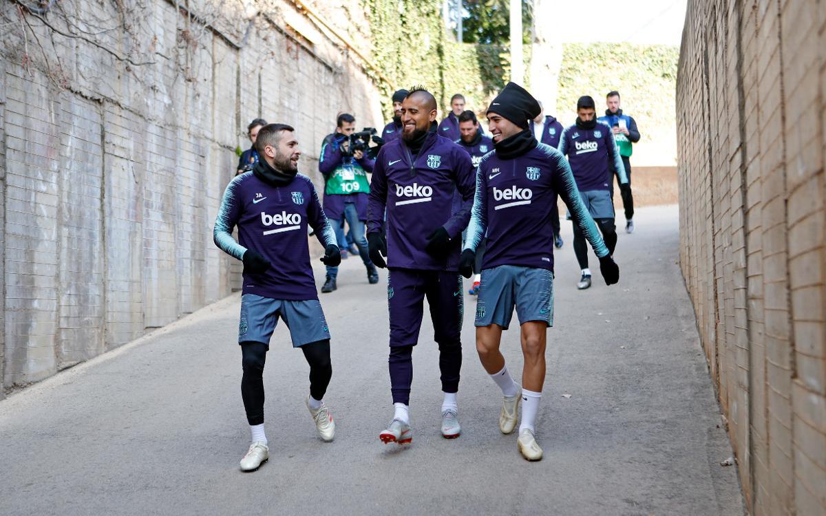 نجوم برشلونة في تدريب مفتوح للجماهير 2019-01-04-MIGUEL-RUIZ-ENTRENO-200