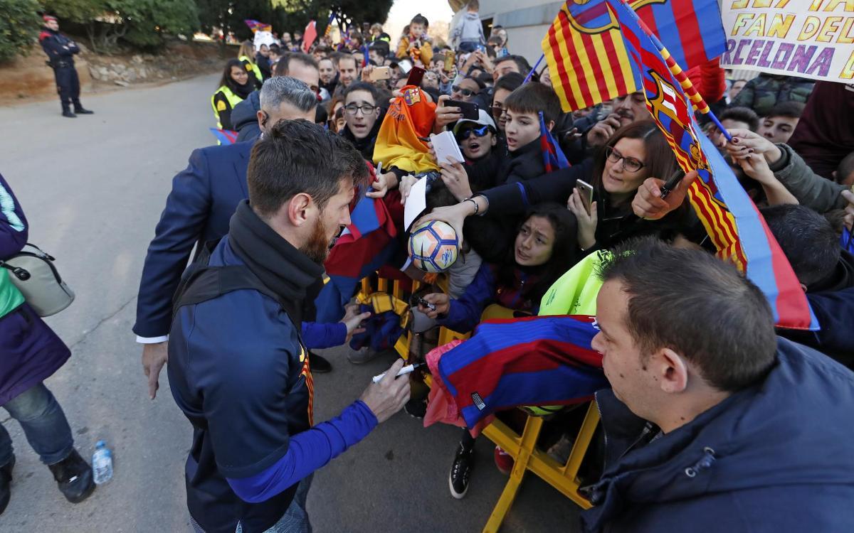 نجوم برشلونة في تدريب مفتوح للجماهير Mini_2019-01-04-MIGUEL-RUIZ-ENTRENO-222