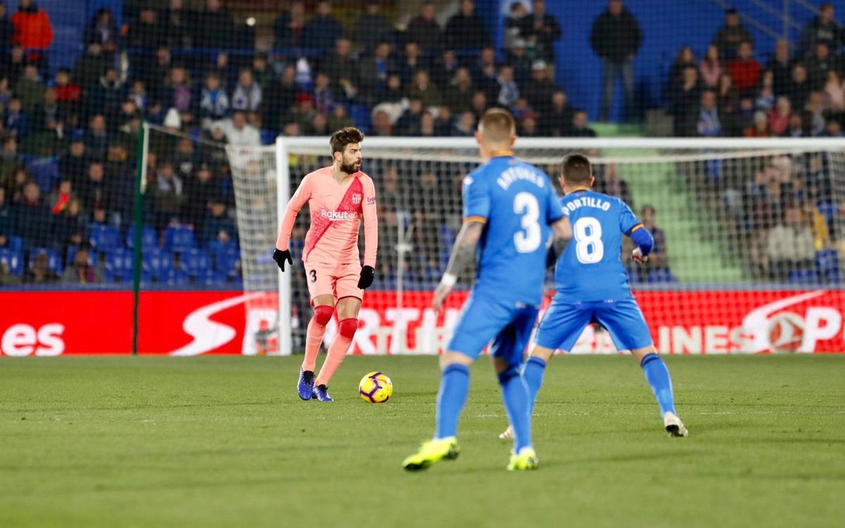 صور مباراة : خيتافي - برشلونة 1-2 ( 06-01-2019 ) Pique-Getafe