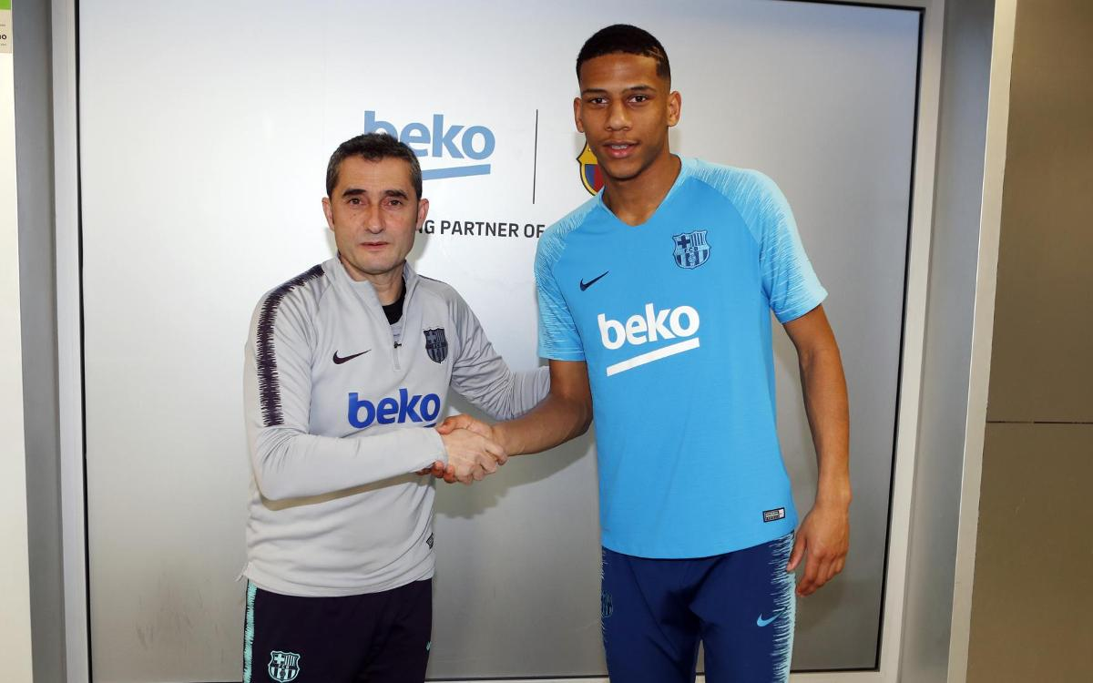 Jean-Clair Todibo meets his new team-mates