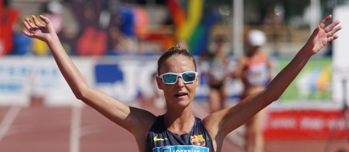 Raquel González, campiona, rècord d'Espanya i líder mundial dels 50 quilòmetres marxa (4:11:01)